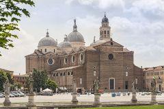 Santa-Giustina-Padova-vista-frontale